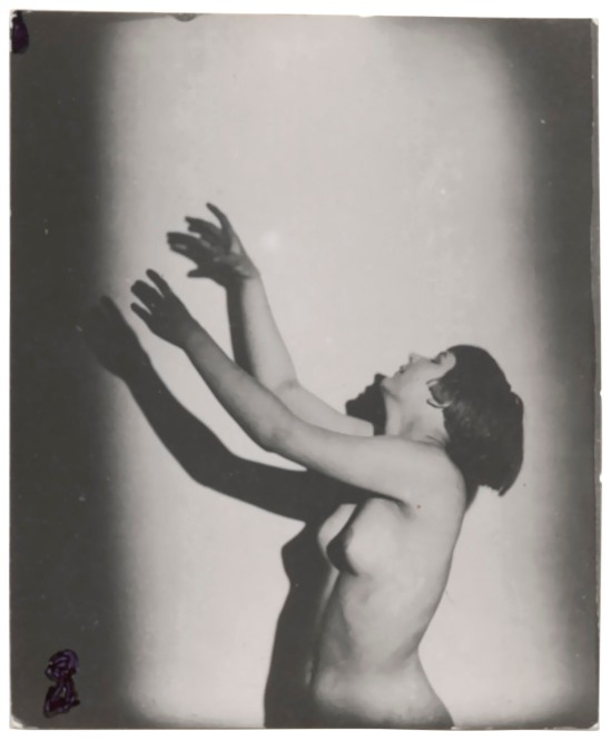 frantisek-drtikol-1883-1961-untitled-female-nude-leaning-upwards-1920s