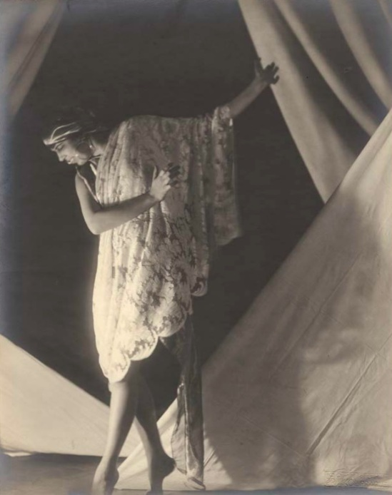 František Drtikol -The dancer Ervina Kupferova dressed as a princess adored by two servants, 1919, , pHraha, pigment print