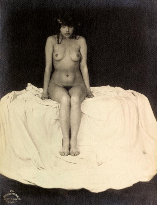 frantisek-drtikol-sitting-nude-1930