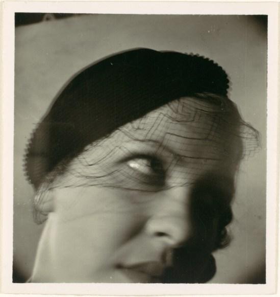 John Gutmann- Turning to look, 1935 1