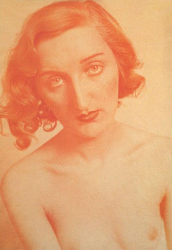 Josef Breitenbach-Aktportrait, Paris, 1933-1939 ©The Josef Breitenbach Trust.