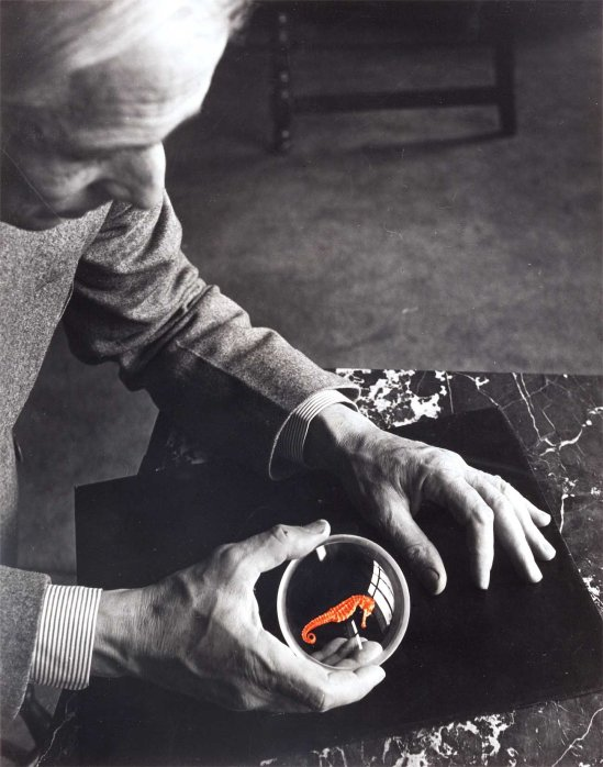 Josef Breitenbach. Max Ernst and the seahorse, New York, 1942.