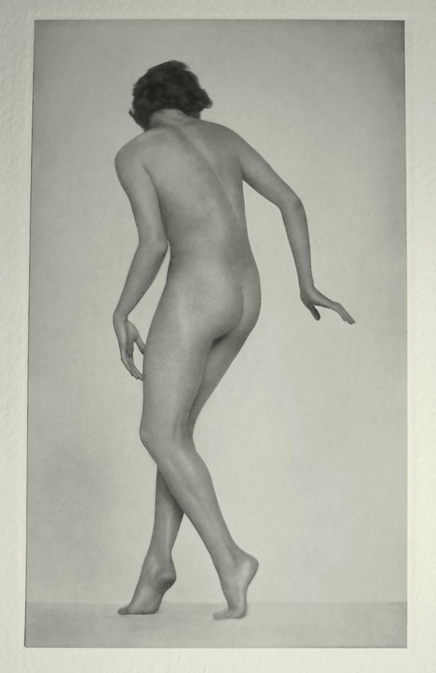 Nude by Trude Fleischmann plate 22 ,Portfolio Das Deutsche Aktwerk edited Bruno Schultz , 1938
