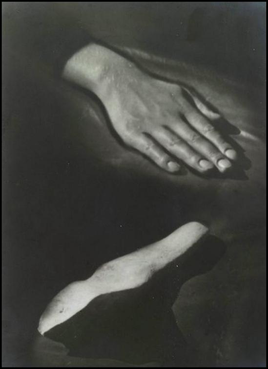 Raoul Ubac - Main et Pierre (de Dalmatie) , 1932-33