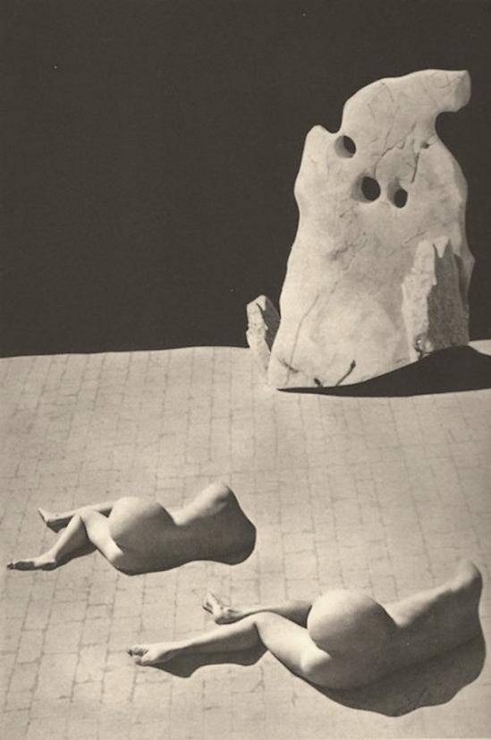 Raoul Ubac - Photomontage avec photographie des pierres de dalmatie , 1935.  Publiées dans Formes nues , Editions d'Art Graphique, Paris 1935.
