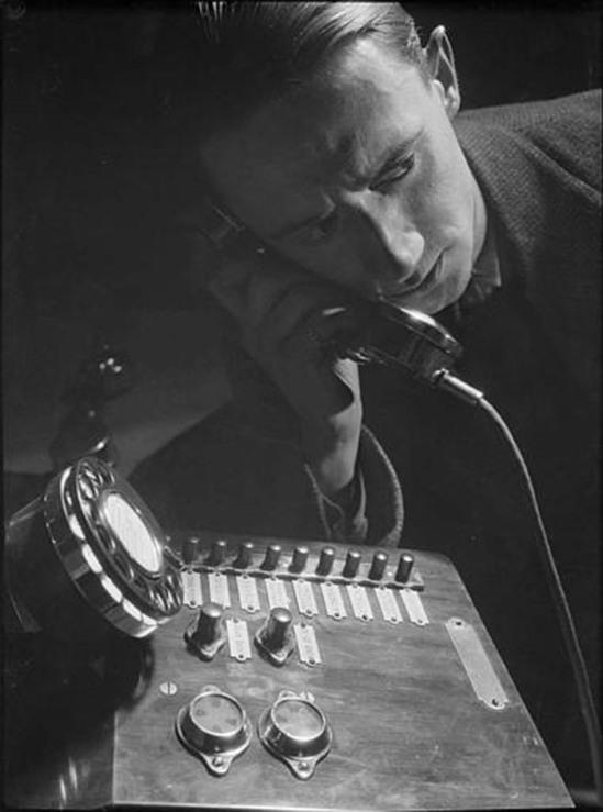 Roger Parry - auto Portrait téléphone, 1929
