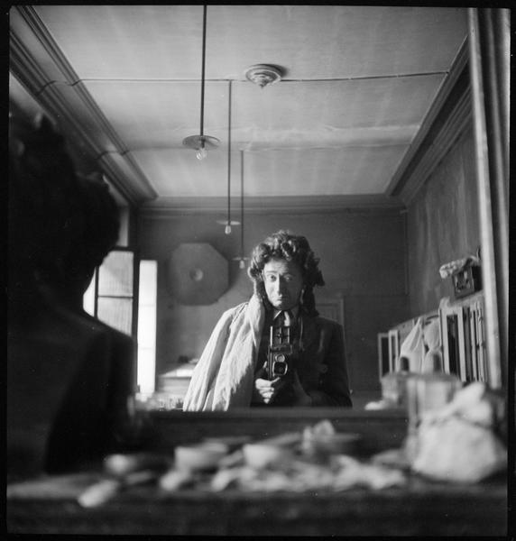 Roger Parry-Autoportrait avec perruque, 1943