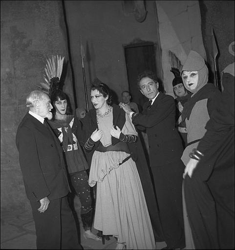 Roger Parry-Portrait de Jean Cocteau à la première de Antigone avec Rouché, Toutain, Chauviré, Bourdet et Blanchard 1941