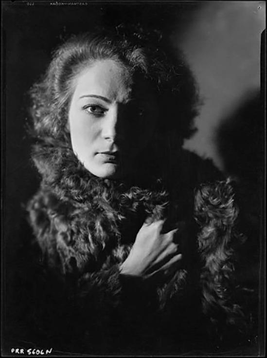 Roger Parry - Portrait de la chanteuse Agnès Capri, 1929