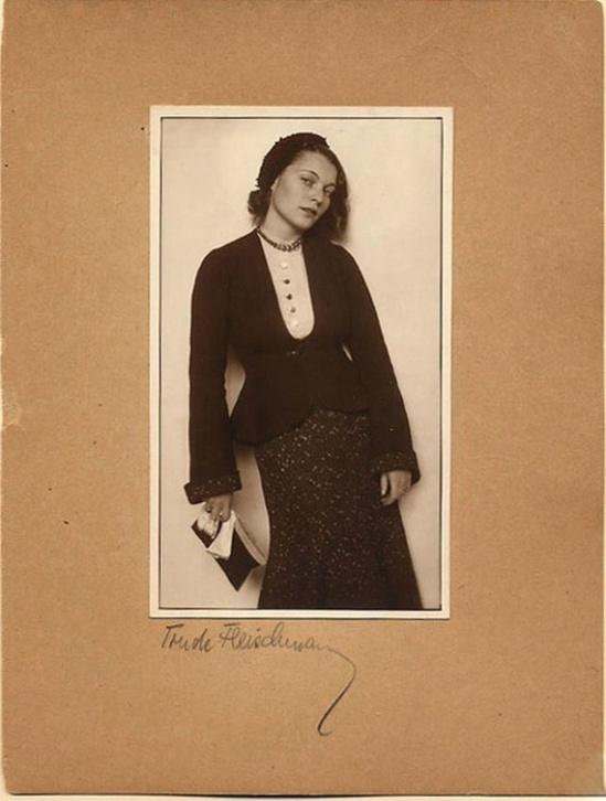Trude Fleischmann- Inge Schön,sepia toned, 1929