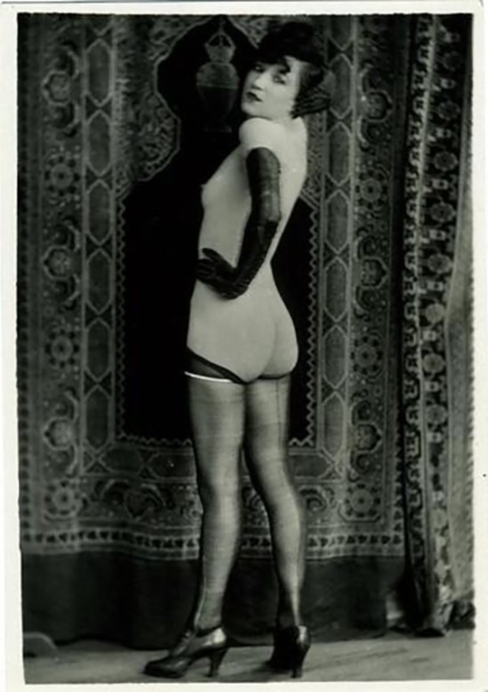 Yva Richard- Stockings and gloves, vers 1920