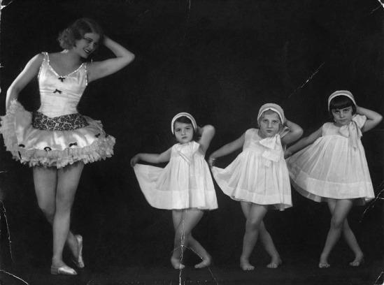 Angelo Pál, Funk Pinkász - Rökk Marika kisgyermek tanítványaival. 1930