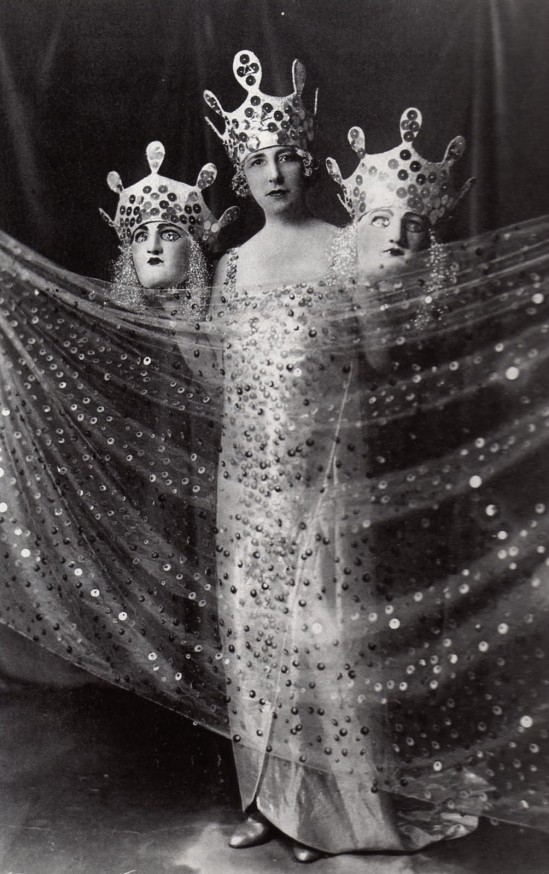 anomyme, Suit designed by the famous designer Conte Etiene Beaumont, known for its grand masked balls in the years 20-25