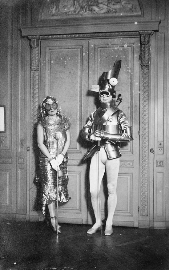 Man Ray - Gerald Murphy and his wife, Sara, dressed for a ball of Count Etienne de Beaumont, Montparnasse in 1922