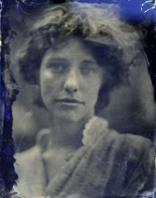 Mark Sink- Esme sur verre bleu (wet plate collodion)