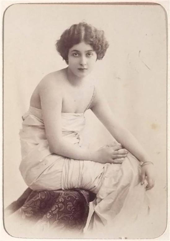 Reutlinger -Lina Cavalieri,artiste, chanteuse, vers  1900 épreuve sur papier albuminé , ©photo musée d'Orsay -rmn