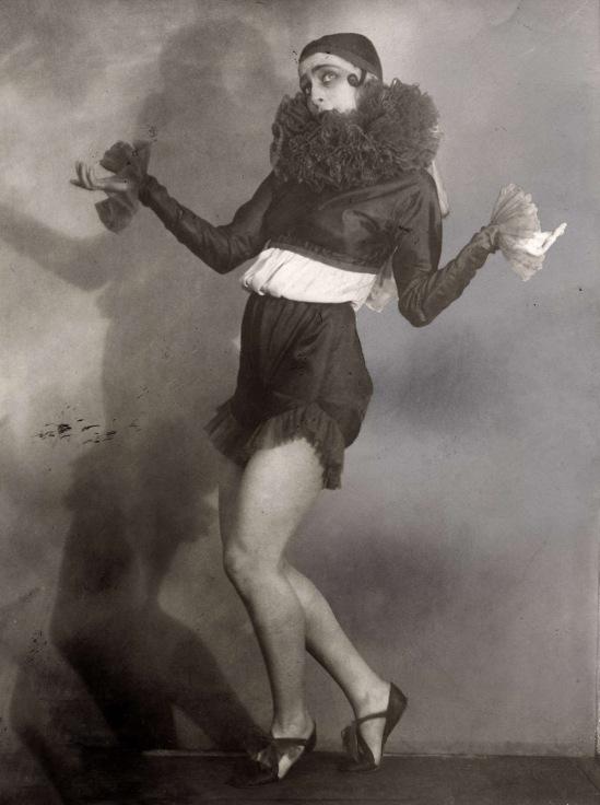 Spaarnestad Photo for Het Leven magazine-La Danseuse de ballet moderne Ludmilla Speranzewa, 1ere danseuse du théâtre de Moscou Bolchoï ,photo prise à Berlin, 1926