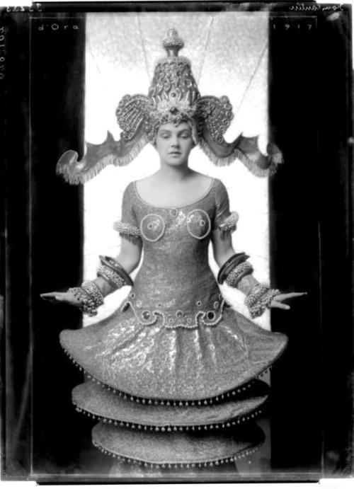Madame D'Ora - Leopoldine Konstantin, 1917