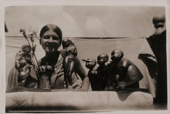 Domicėlė Tarabildaitė-Tarabildienė. Domicėlė prie savo skulptūros darbų Meno mokykloje.  behind her to his sculpture works of art school  Kaunas.1932–1933