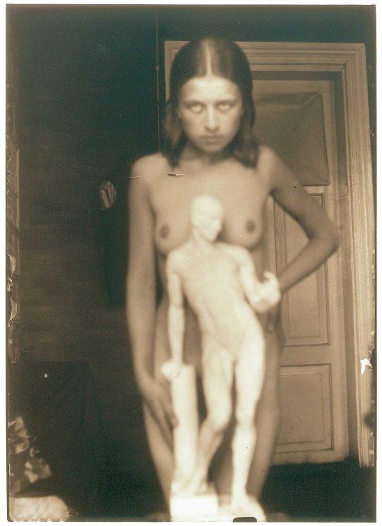 Domicelė Tarabildienė -Ni su gipso modeliu, 1931