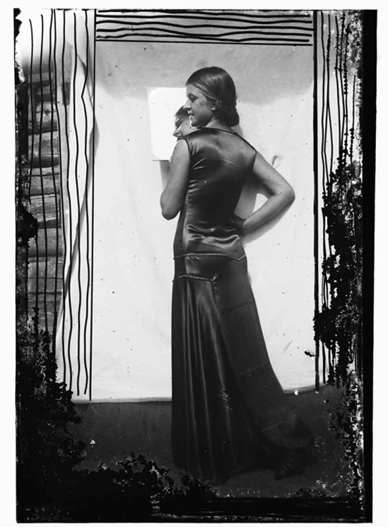 Domicelė Tarabildienė Vakarine suknele, 1930