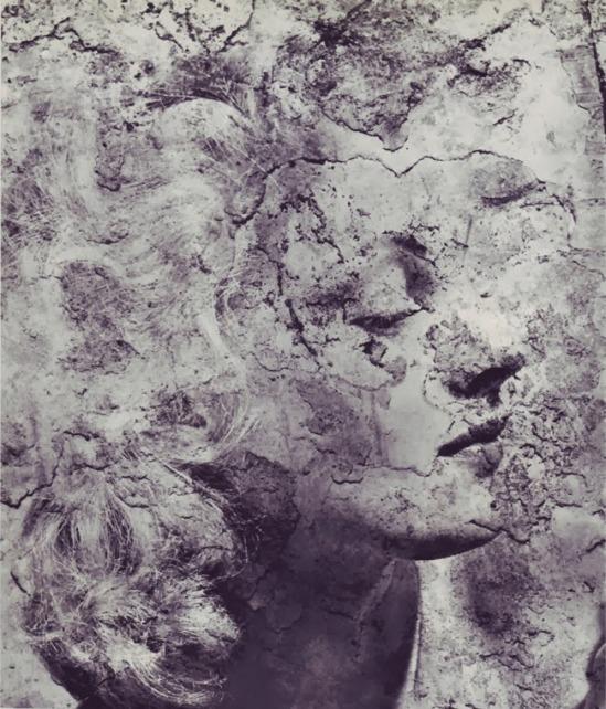 Erwin Blumenfeld -  Portrait a la Fresque  combine des négatifs.