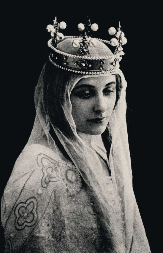 Geraldine Farrar as as Elizabeth in Tannhäuser (Wagner), by reutlinger around 1910s ( first representation was at the Metropolitan Opera House February 6, 1907