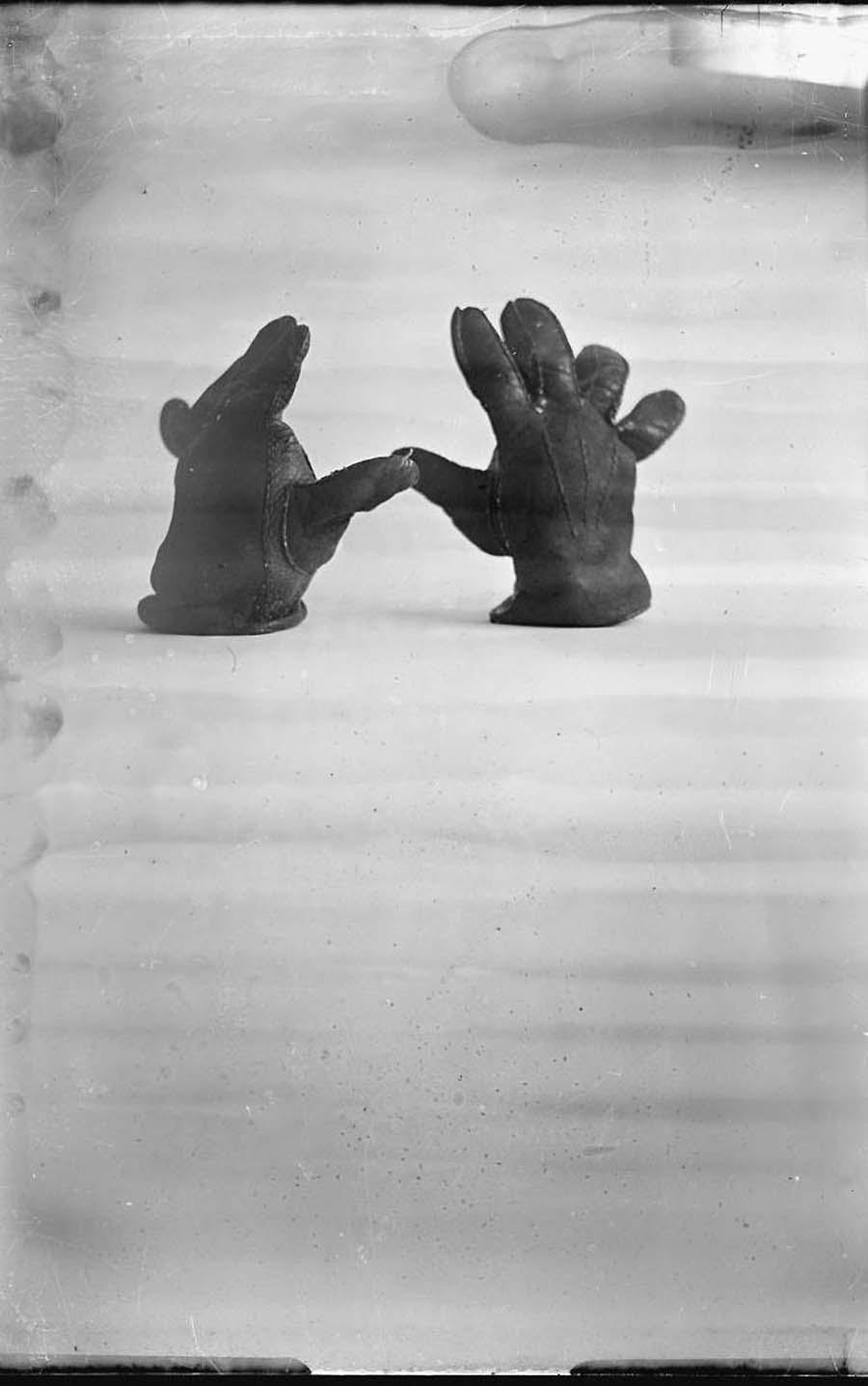 Wally Elenbaas-handschoen, 1932-39