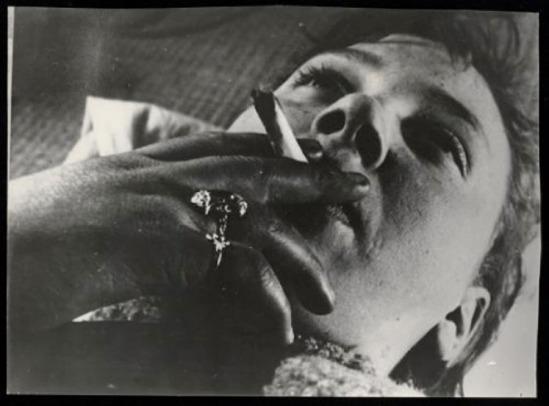 Wally Elenbaas -  Vrouw met sigaret, 1933