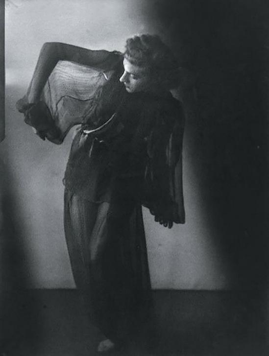 Blanc et Demilly- Danseuse, vers 1933