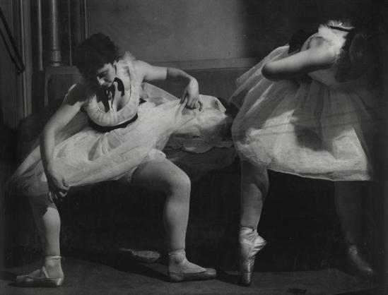 Brassaï- A la Degas ou Hommage à la danse, 1935-36