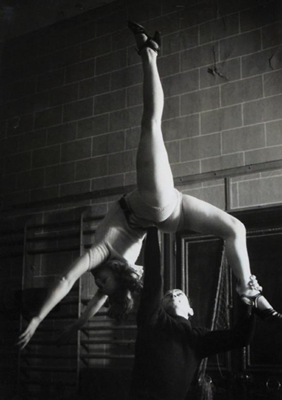 Brassaï- Sans titre danseurs repetant , 1920s