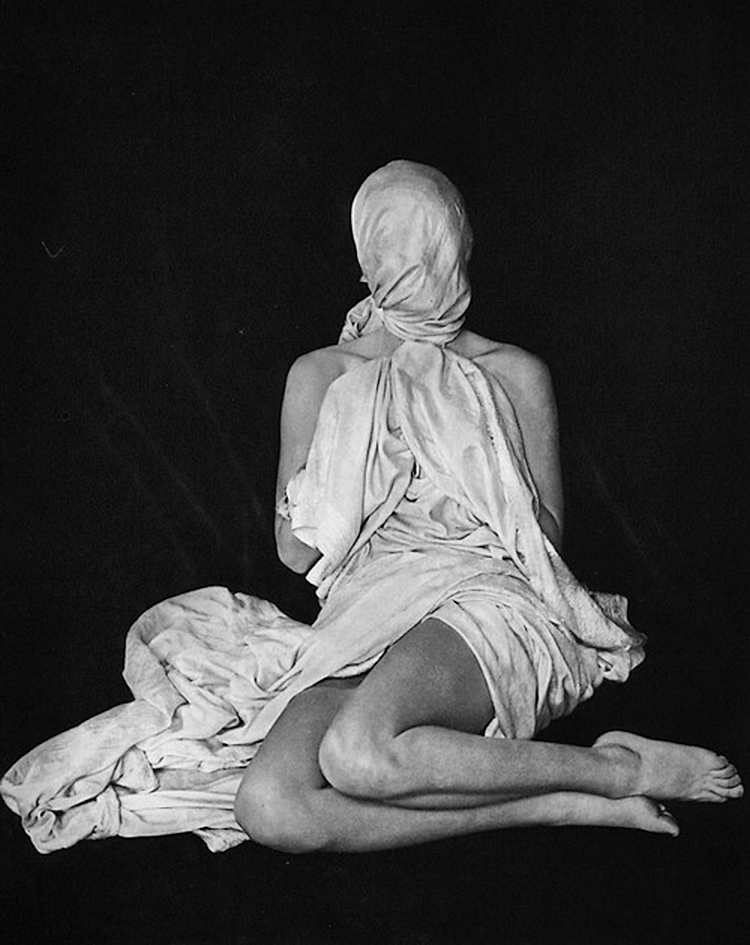 Erwin Blumenfeld -Pudeur , Lisette, (Photogravure). 1938