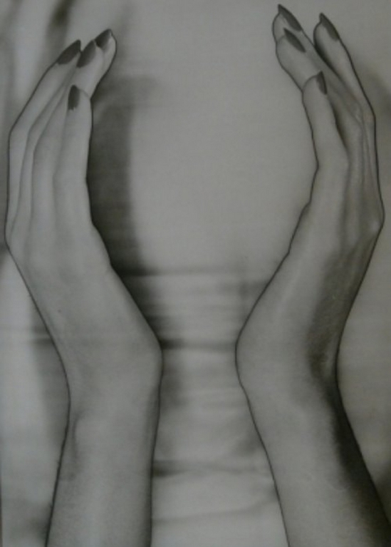 Erwin Blumenfeld - Solarized Hands , 1944