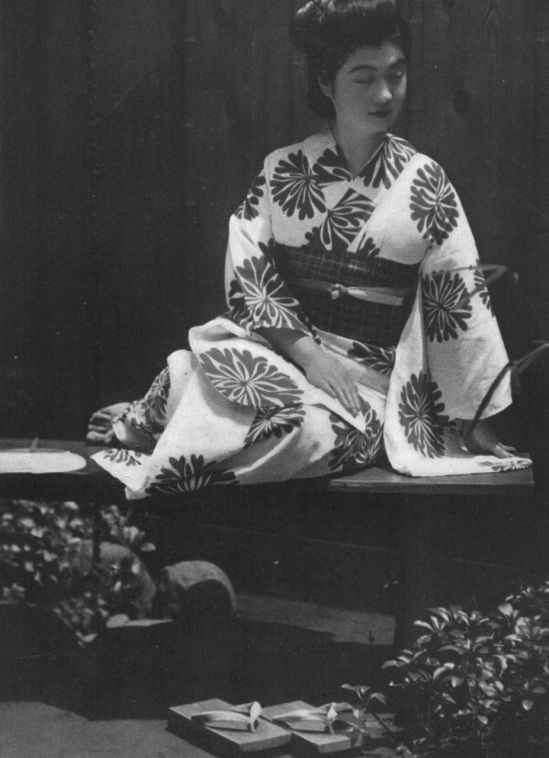 Fukuda Katsuku -Portrait from 1937 from the book - How to Photograph Women. Japan ARS