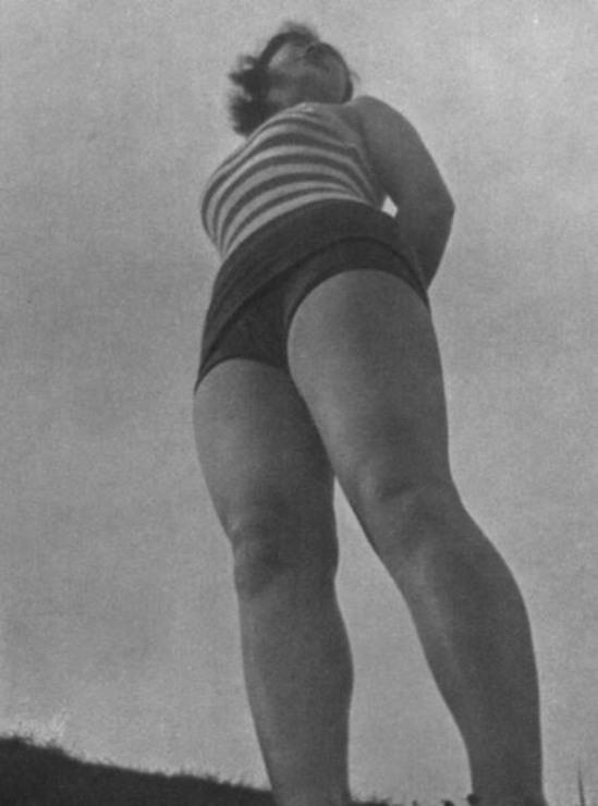 Fukuda Katsuku 1937 from the book - How to Photograph Women. Japan ARS