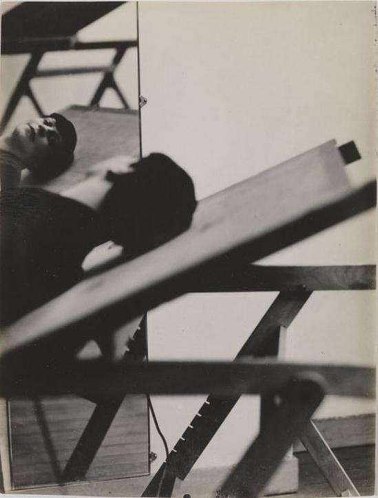 Henri Florence- Autoportrait allongée au mirroir 1938