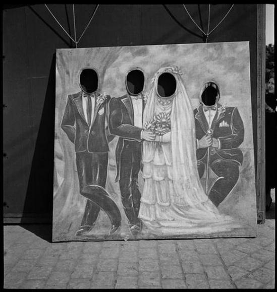 Marcel Bovis- Fête foraine Panneaux de photographe, 1936