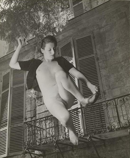 Marcel Bovis- photomontage Nu féminin et façade d'immeuble , nd