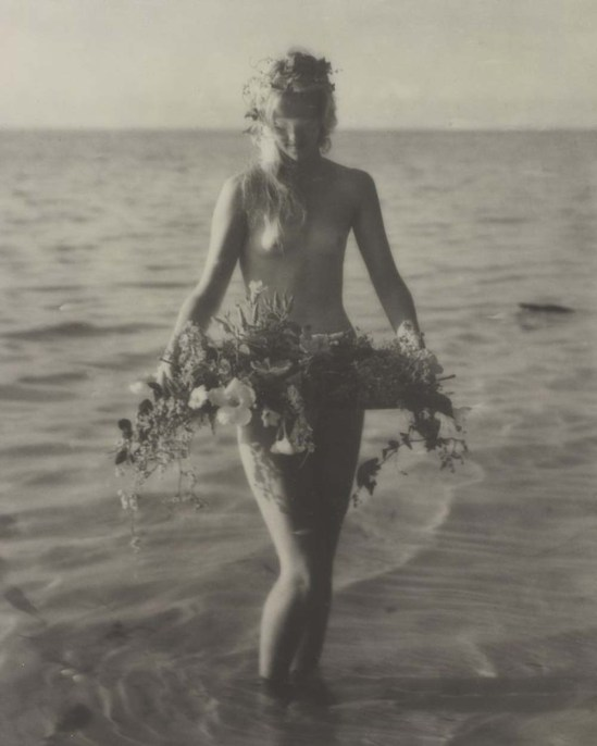 Nell Dorr [Nude carrying tray of flowers at stomach]; 1929