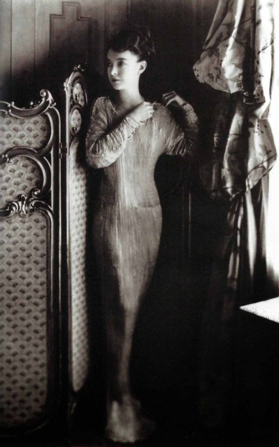 Nell Dorr- Lilian Gish, actress. © Nell Dorr - Fortuny INC, N.Y., 1930s