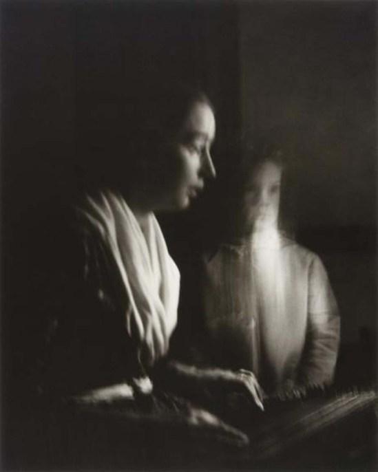 Nell Dorr-Tasha at Dulcimer, ca. 1940 from mères et filles , 1954