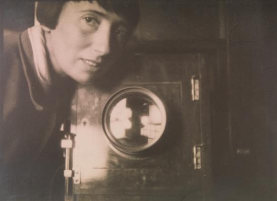 Trude Fleischmann im Atelier, Wien 1929 Annie Schulz © Courtesy Fritsch Antiquariat, Wien
