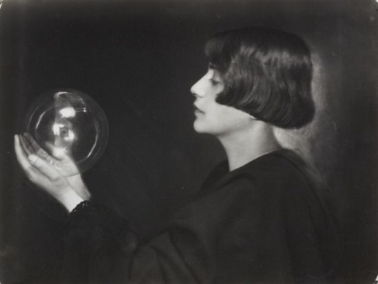 Trude Fleischmann - Study with glass sphere, Vienna, 1923