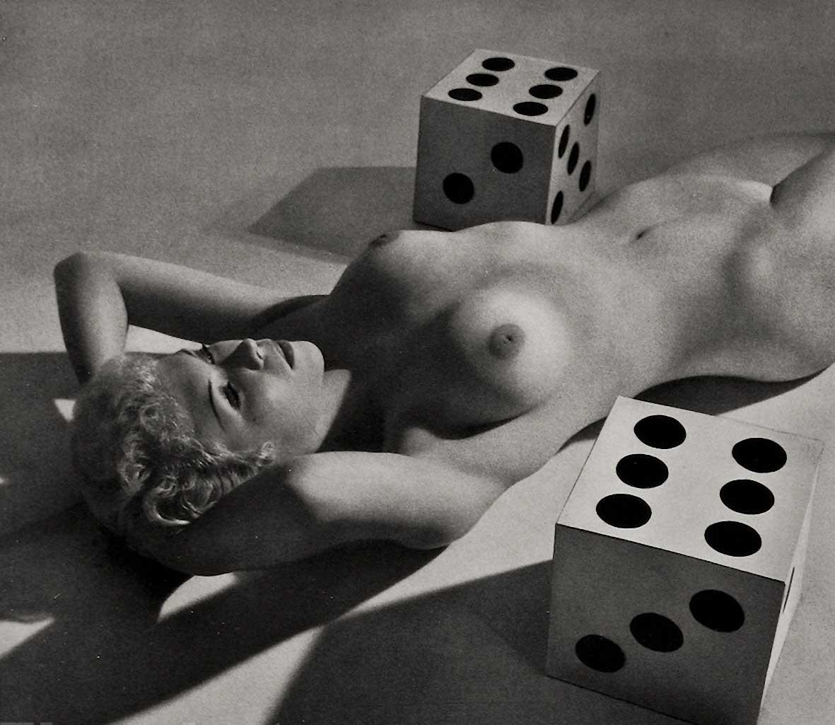 Zoltán Verre Femme nue étude, jeu de dés., 1950.