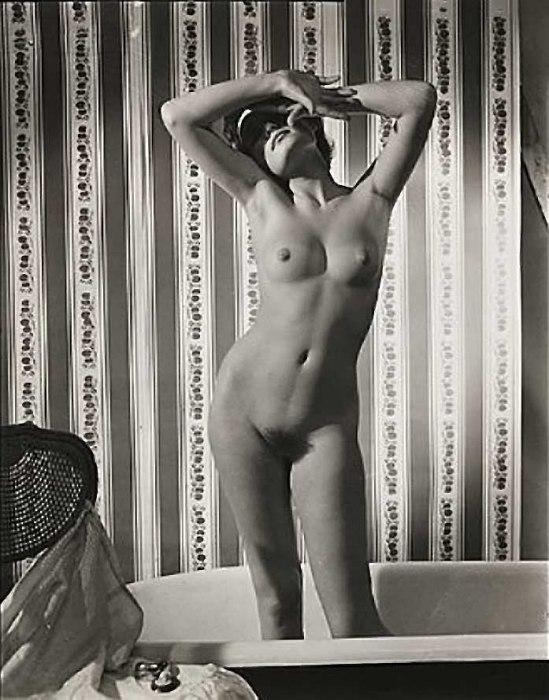 Zoltán Verre Femme nue de la douche de l'étude., 1960.
