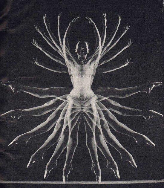 Zoltán Verre portrait de ballerine Violetta Elvin, 1958, publié dans Zoltan verre, Comment photographier Beauté, Whitestone 28, 1959