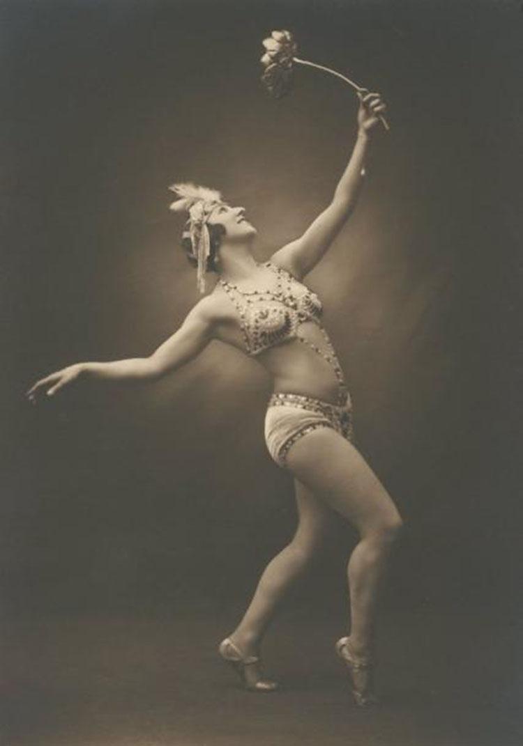 Julien Mandel  - Danseuse au tournesol, c. 1920