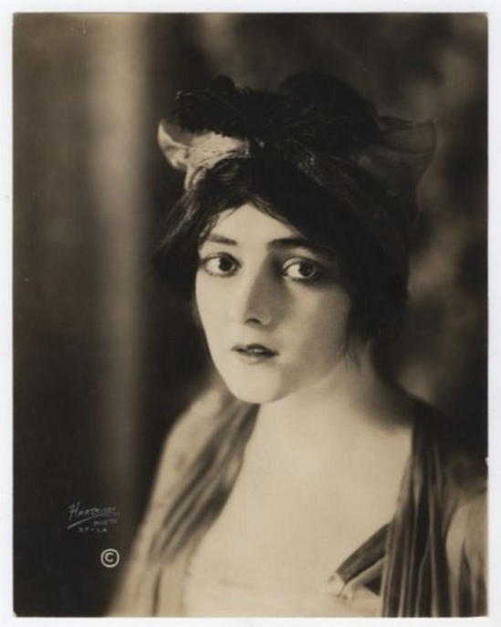 Ruth Harriet Louise silent film actress Marie Doro ( Marie K. Steward), 1920s