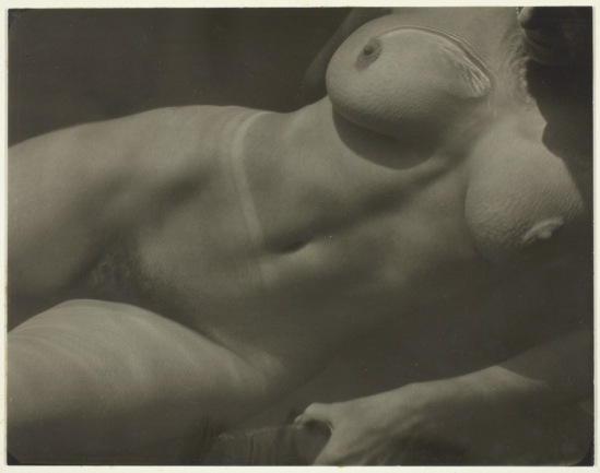 Alfred Stieglitz- Rebecca Salsbury Strand,1922  Gelatin silver print from photographs  & writings by A.Stieglitz (1864-1946).S.Greenoug- J.Hamilton, National Gallery of Art Ed°G
